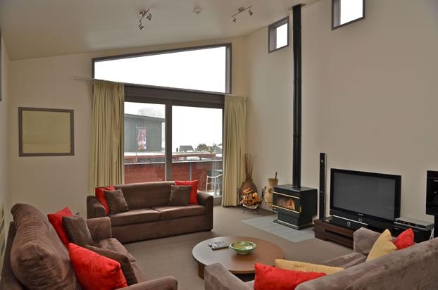 squatters_thredbo_2_bedroom_apartment_6_bedroom_living_area