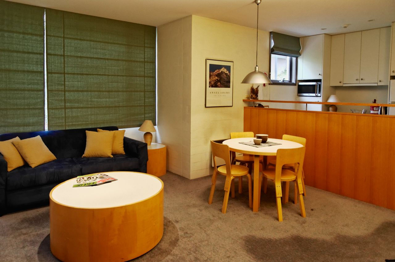Squatters-Apartments-1-Bedroom-Dining-Kitchen