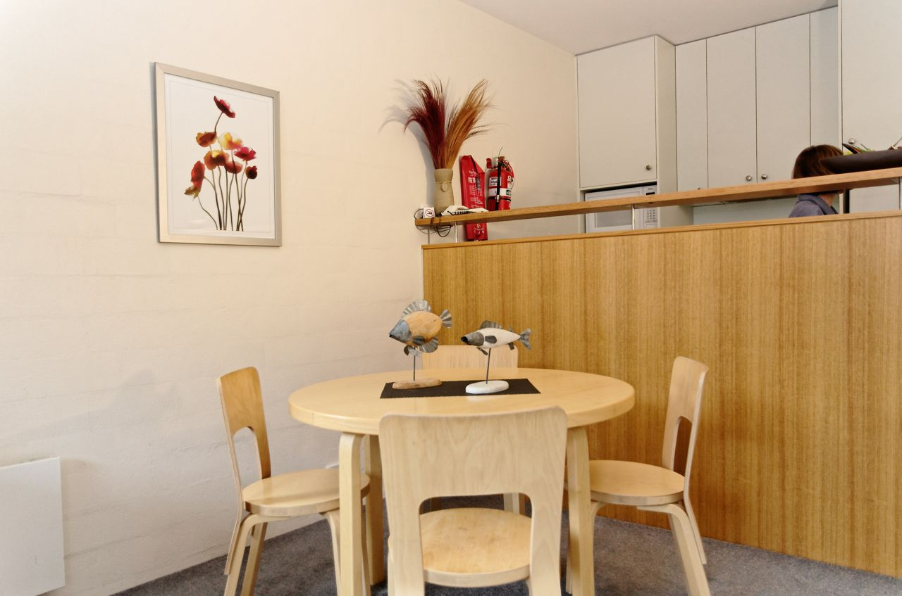 Squatters-Apartments-1-Bedroom-Dining