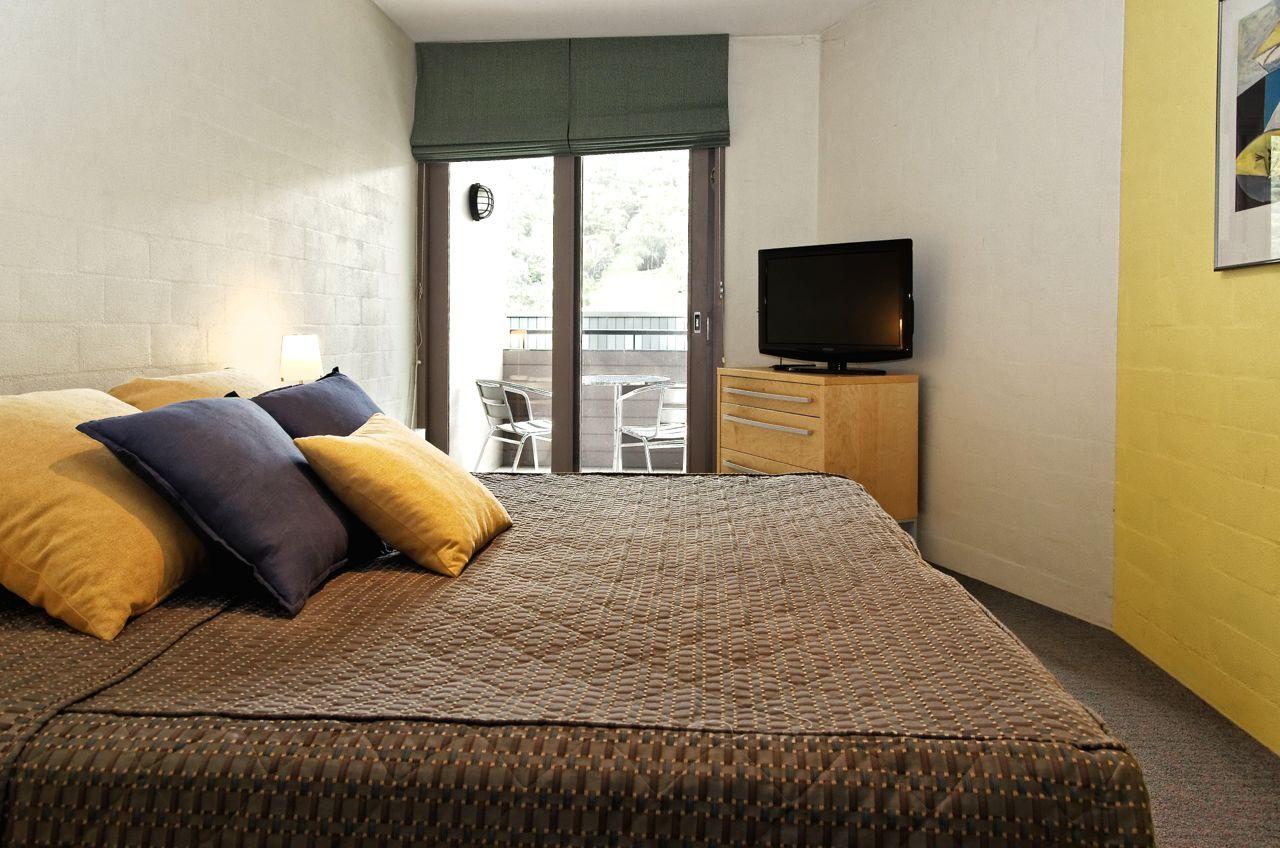 Squatters-Apartments-1-Bedroom
