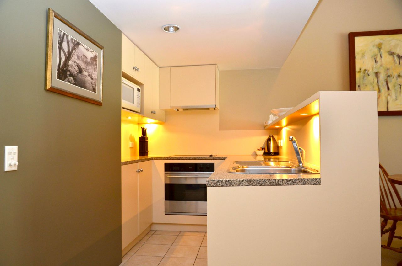squatters-apartments-1-bedroom-kitchen1