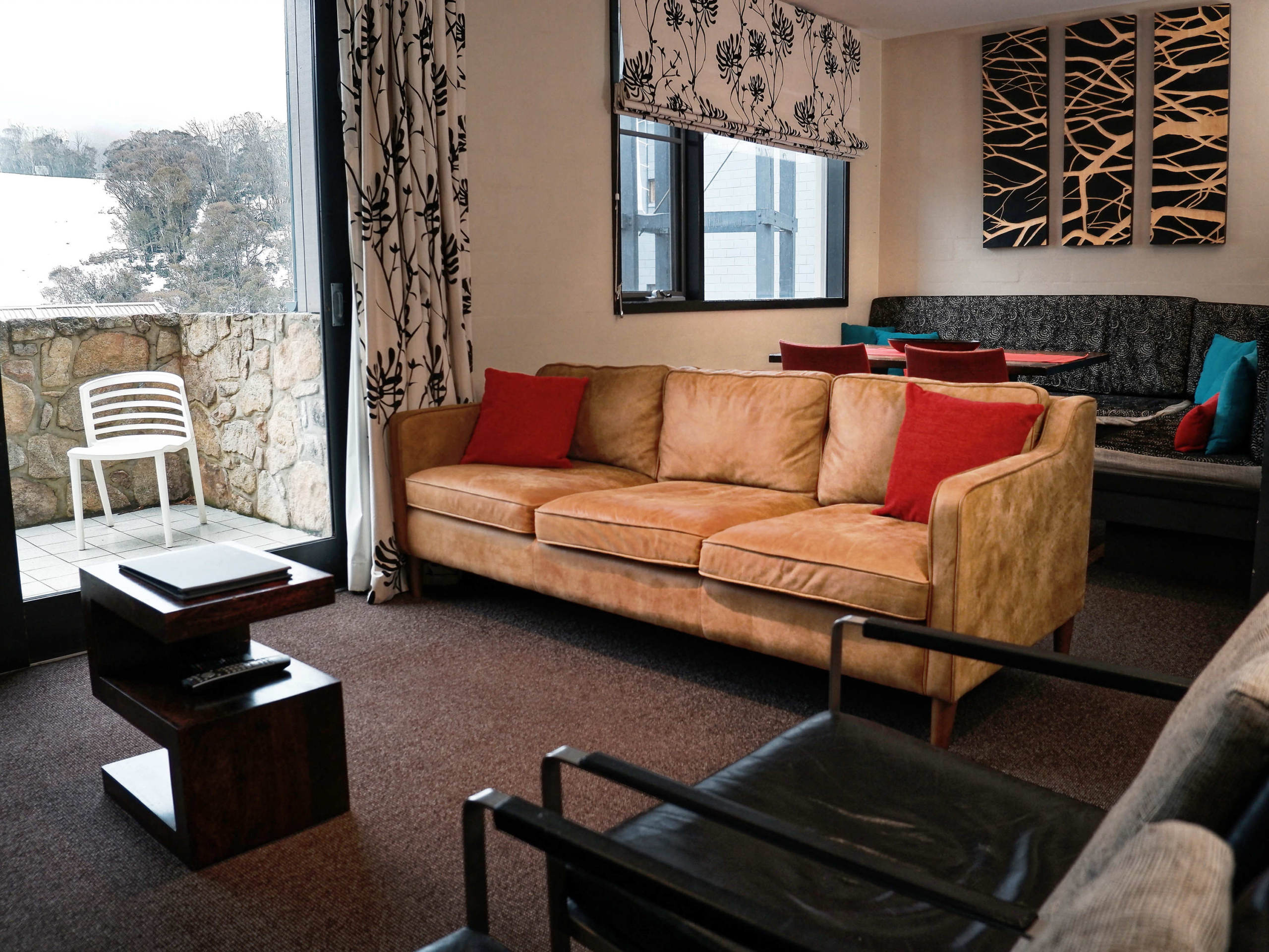 E6-Squatters-Run-Thredbo-Luxury-Apartments-Deluxe-1-Bedroom-Unit-234-persons-see-squatters.com_.au_-1-scaled
