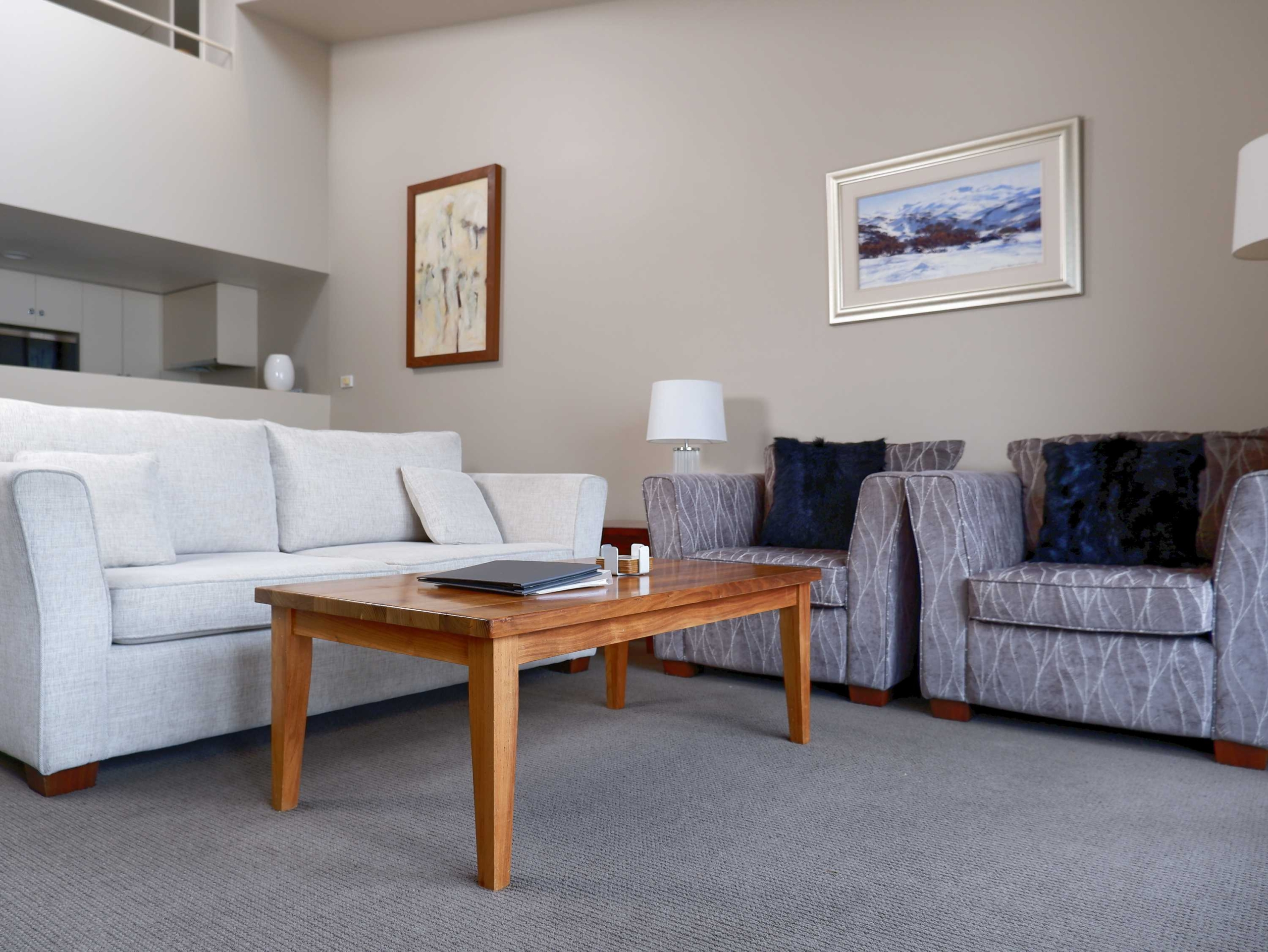F2-Squatters-Run-Thredbo-Luxury-Apartments-1-Bed-Loft-Deluxe-Room-345-persons-see-squatters.com_.au-1-1-scaled