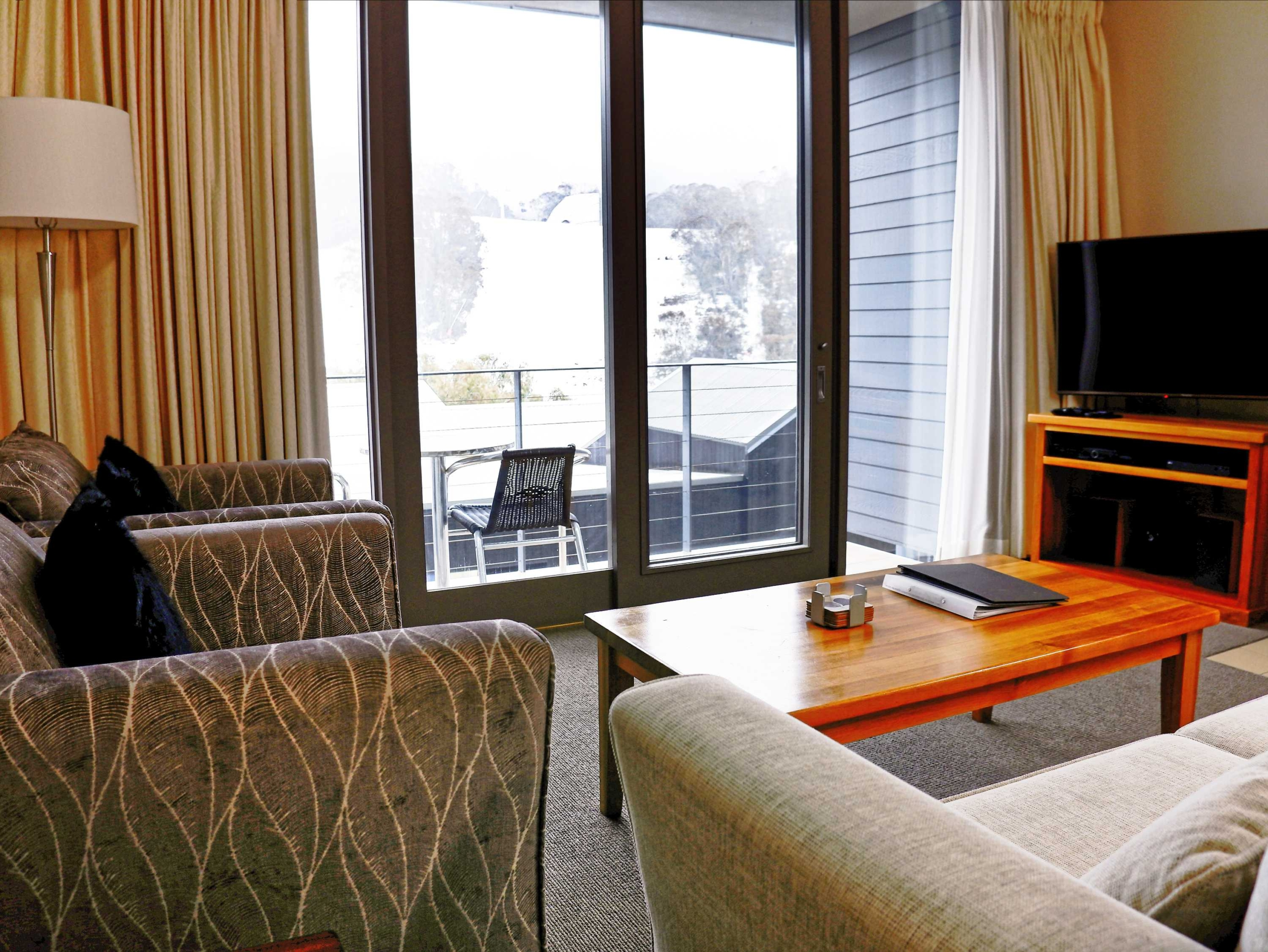 F3-Squatters-Run-Thredbo-Luxury-Apartments-1-Bed-Loft-Deluxe-Room-345-persons-see-squatters.com_.au_-scaled